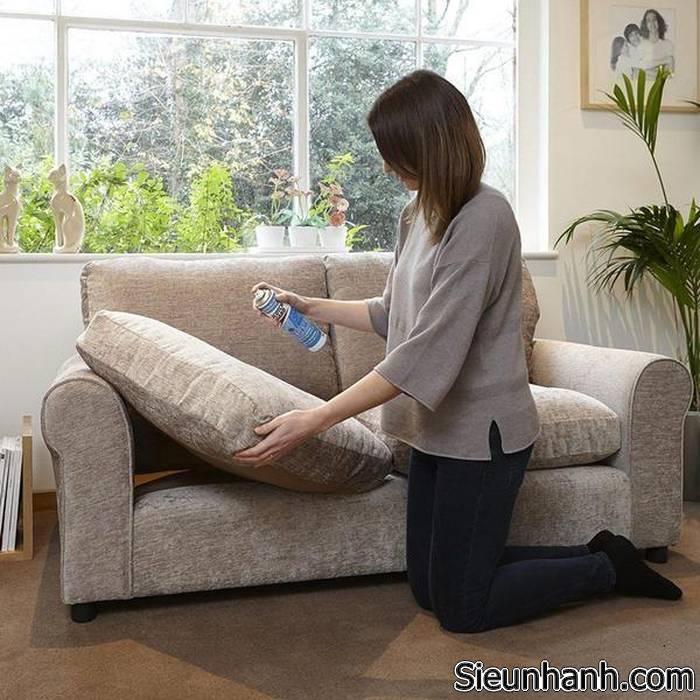 cach-tay-vet-muc-ban-tren-sofa-9